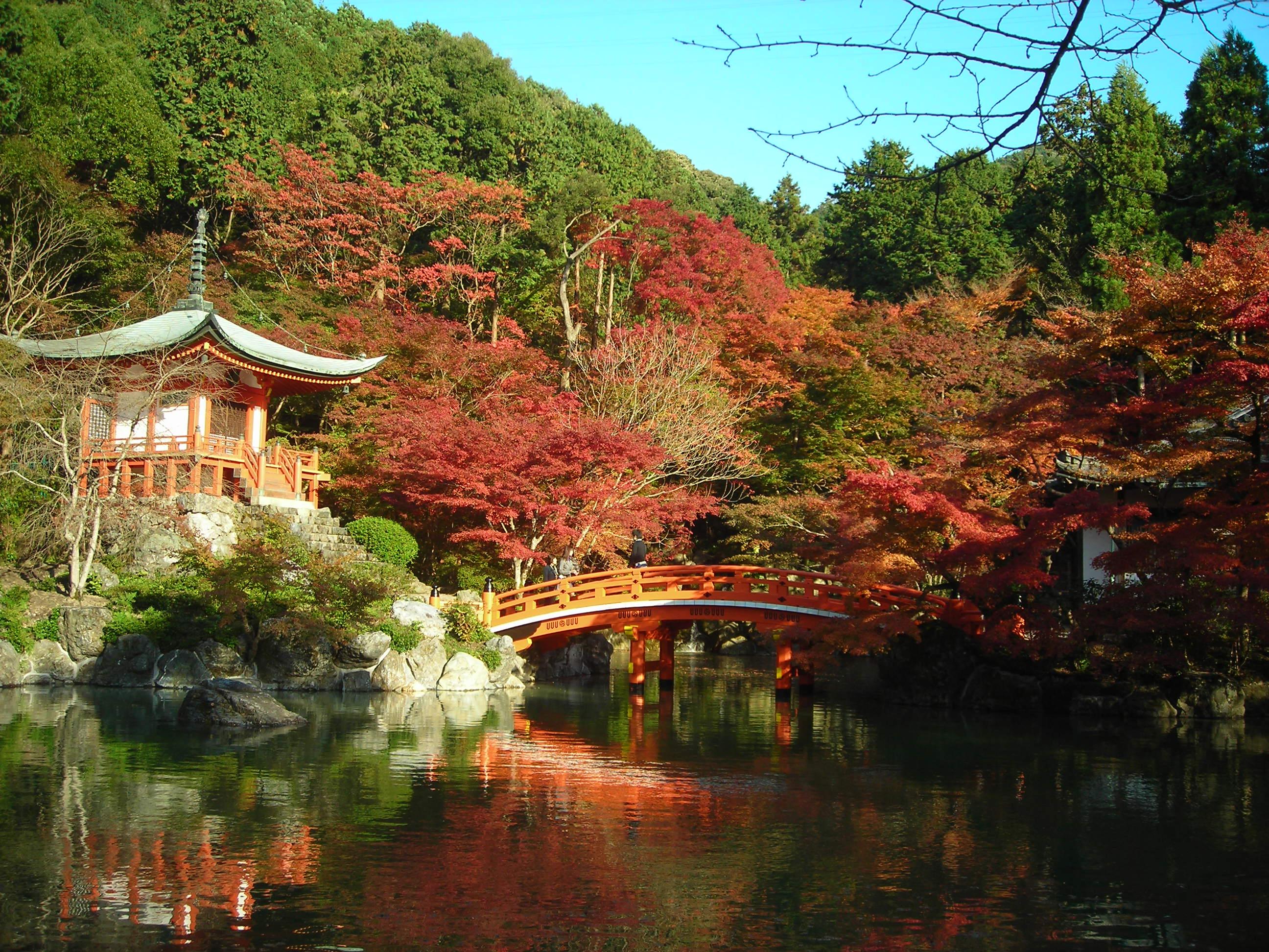 Daigo-ji_in_autumn,_Kyoto