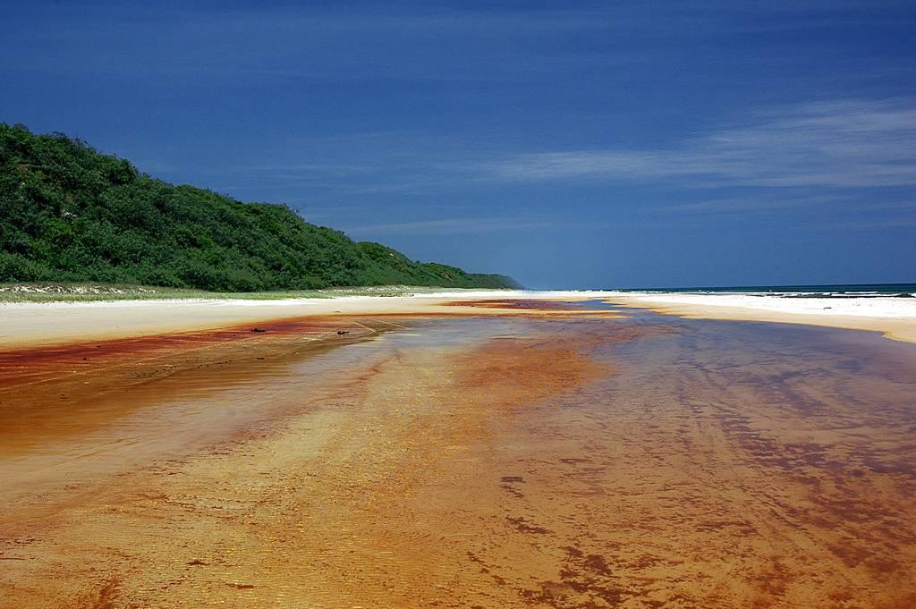 Fraser_Island_freshwaterlake