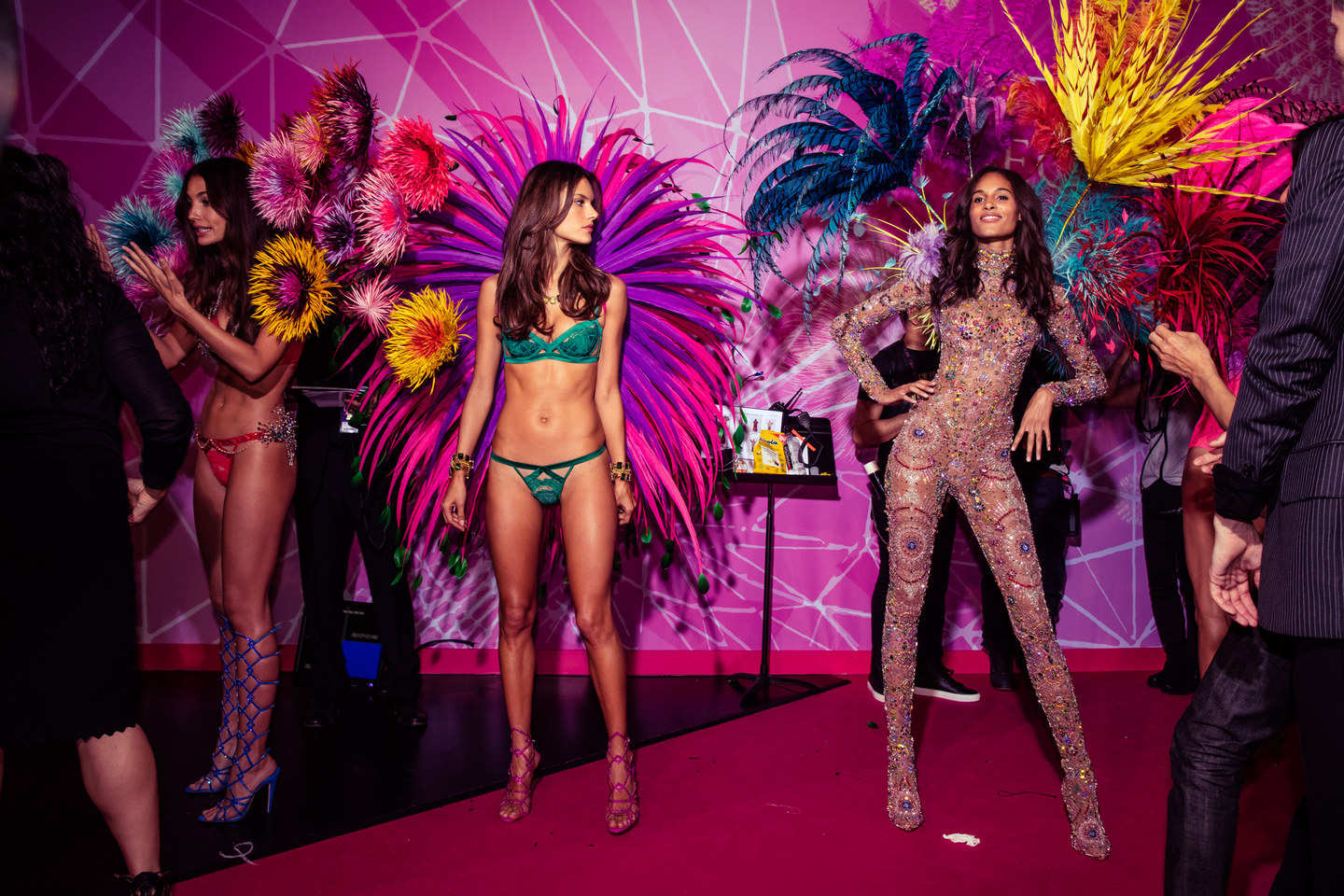 victoria-secret-fashion-show-2015-ss14