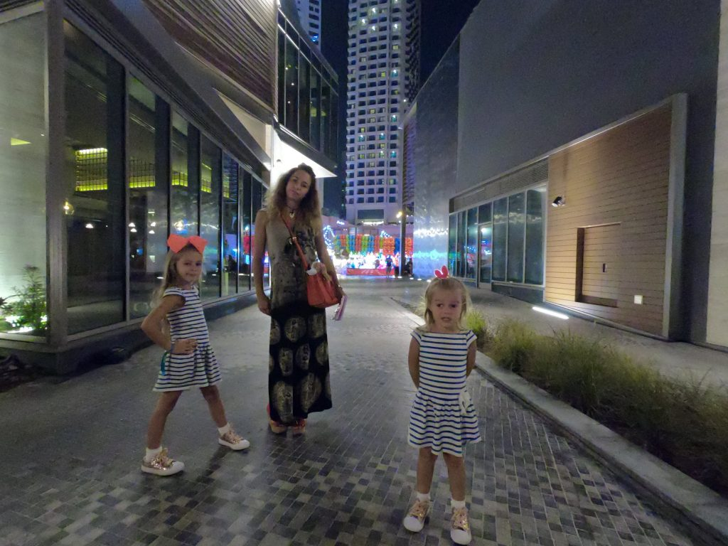 Video from our last visit to Dubai. It was way more chilled, as we already saw the majority of the tourists' attractions. We stayed in Hilton The Walk Hotel in JBR Marina area. We visited Atlantis The Palm as seen in the Clip. We also went to Deira, Dubai Mall, and a few other places.
